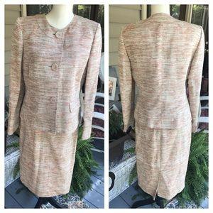 GORGEOUS LE SUIT 2 piece skirt suit